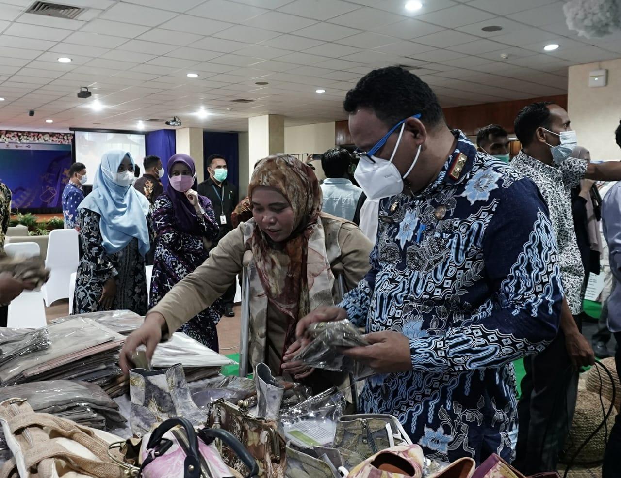 DEMI MENDORONG PEREKONOMIAN NASIONAL.  SEKPROV : Membeli dan Menggunakan produk lokal adalah salah satu upaya untuk memulihkan perekonomian bangsa.
